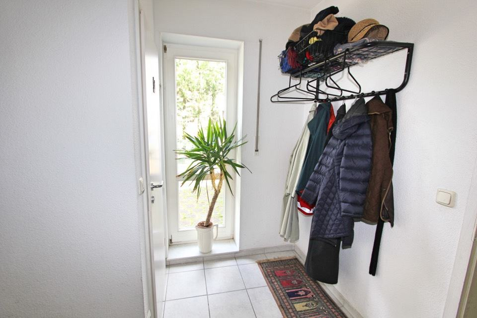 attraktives einfamilienhaus mit doppelgarage am seehof immobra. Black Bedroom Furniture Sets. Home Design Ideas